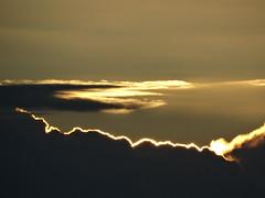 kurz bevor die Sonne endlich hinter den Wolken aufgeht (Manuela Vierke) Tags: deutschland germany meckpomm mecklenburgvorpommern insel rgen isle prorerwiek ostsee meer balticsea sonne sun wolke cloud sonnenaufgang sunrise sommer summer august 02082016 02august2016