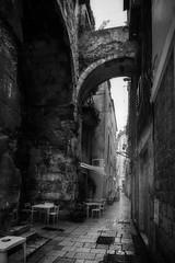 Diocletian's Palace - Split, Croatia (pas le matin) Tags: bw nb blackandwhite noiretblanc monochrome travel voyage croatia croatie hrvastka split europe diocletians palace architecure diocletianspalace diocletian emperor roman world canon 7d canon7d canoneos7d