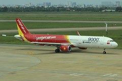 VietJet | Airbus A321-200 | VN-A651 (*Charlie Alfa*) Tags: sgn aviation airplane maybay 飞机 비행기 літак avión flugzeug avião 飛行機 เครื่องบิน самолет letoun विमान ਜਹਾਜ਼ ហឹ 飛機 aereo eruplano avion מטוס lentokone αεροπλάνο vliegtuig samolot zrakoplov letalo repülőgép flygplan fly uçak aircraft airliner airbus airbusa321 vietjet vna651