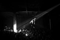 Volando sulle persone (p&pfotografia) Tags: pepfotografia vedereoltre clubculture soe nikon nikonflickraward flickrtoday flickr art roma rome bw biancoenero bianco e nero monocromo sfondo