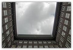 fassade (K.Rahn) Tags: backgrounds klar konstruktion reflektor sunlight architektur aussen blau blickwinkel detail fassade fenster gebude gebudeteil gegensatz glas glaspalast glnzend haus hell himmel himmelblau kontrast modern moderne neu sonne spiegel spiegelung wolke wolken fotorahmen