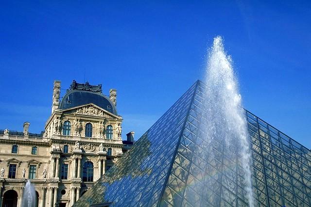 ルーブル美術館(パリ人気観光地)