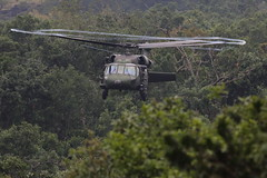 Sikorsky UH-60 Black Hawk (Jos M. Arboleda) Tags: black canon eos colombia hawk jose helicopter 5d helicptero sikorsky arboleda uh60 markiii popayn ef400mmf56lusm josmarboledac blinkagain