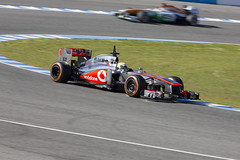 McLaren MP4-28 - Sergio Perez - Persecueción - Entrenamientos F1 Jerez 2013 (DGrimaldi) Tags: españa david canon f1 andalucia deporte fone cádiz formula1 franco jerez circuito grimaldi 70300 mclarenmercedes automovilismo 550d sergioperez mp428 dgrimaldi