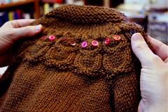 Casaco de Corujas para Manuela (Valeria Ferreira Garcia) Tags: sweater handknit corujas tric casaco owlet suter katedavies