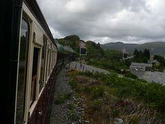 Tanygrisiau Crossing (Worthing Wanderer) Tags: summer wales july railway steam 2009 ffestiniog narrowgauge ffestiniograilway gwynnedd