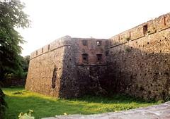 007_Ungvr_1992 (emzepe) Tags: castle ukraine 1992 chateau burg vr kirnduls ukraina   nyr ungarisch oblast  uzhgorod ukrayina jlius ukrajna uzhhorod ungvr krptalja  regiunea uhorod zakarpatska zakarpattia   subcarpatia ungwar uhorod  szervezett krptaljai ujhorod  ungvri