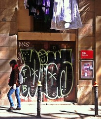 sol de media tarde (.Victor.G) Tags: barcelona old vintage bcn retro elborn cascantic streetartbcn iphone4 bcnstreetart iphoneography