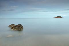 mar y sedas (natalia martinez) Tags: azul atardecer mar paz cielo nubes isla rocas serenidad