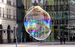 Dreams can be like a soap bubble (Cycosmos) Tags: colors soap rainbow bokeh platz bubble tor brandenburger regenbogen soapbubble pariser seifenblase seife fragen efs1585mmisusm