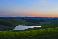 Tramonto nelle crete (Antonio Cinotti ) Tags: sunset italy panorama landscape nikon italia tramonto country hill tuscany crete siena toscana colline cretesenesi asciano d60 nikond60 senesi