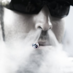 Smoke (_Zahira_) Tags: portrait man face sunglasses lafotodelasemana nose retrato smoke cara olympus gafas humo hombre nariz cigarro ngr e500 uro ltytr2 ltytr1 fsuro