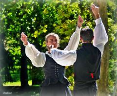 Galanteos de muieira (Franco DAlbao) Tags: francodalbao dalbao lumix baile dancing tradicional traditional muieira galicia folklore folk fiesta fair pareja couple danza dance danzadamuieira castrelos vigo popular patrimonio heritage