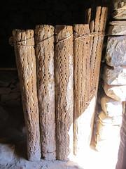 """Tilcara: porte en bois de cactus <a style=""""margin-left:10px; font-size:0.8em;"""" href=""""http://www.flickr.com/photos/127723101@N04/28547323533/"""" target=""""_blank"""">@flickr</a>"""