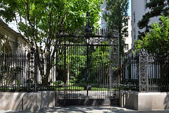 Garden Fence (Eddie C3) Tags: newyorkcity uppereastside frickcollection museums nyc museummile