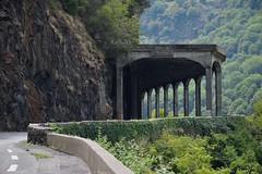 Tunnel avec vue (Mystycat =^..^=) Tags: hautespyrnes france midipyrnes montagne dpartementale921 route tunnel architecture monument rochers vgtation