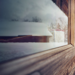 Inside out (Weisimel) Tags: wood winter snow reflection cup window glass wooden nikon tea bokeh poland mug zima insideout nieg d800 carlzeiss odbicie zubrzyca maopolskie grna distagont3518