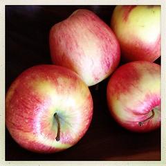 "Pivona #apples #stilllife #hipstamatic • <a style=""font-size:0.8em;"" href=""https://www.flickr.com/photos/61640076@N04/8476250223/"" target=""_blank"">View on Flickr</a>"