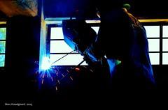 Ferreteria Chiautla, soldadura de ventanas (Grandgi) Tags: light luz window metal construction steel fenster weld illumination reflet lumiere lincoln lunettes spark protection infra lightness fenetre fer masque fenetres acero chispa welder acier fierro chispas funke schweissen soldadura soudure forgeron reflecto étincelle soldar 6013 soudeur искра illuminé schweisser electrodo électrode сварщик schweissnaht marcgrandgirard ferrechiautla ferreteriachiautla сварите 焊接、焊接、焊机、火花、сварите plantaparasoldar posteasouder