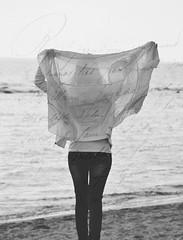 Lasciami andare.. (ˇ Domitilla ˇ) Tags: red blur andy beautiful 50mm bokeh x bianco solex 18105 lightx retrox marex bluex colorx blackx vintagex macrox texturex whitex stonesx nikonx d7000 dofx sunx woodx nerox collinsx focalx pebblesx