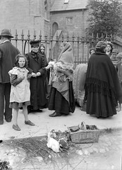 Chicks and Ducks in Galway (National Library of Ireland on The Commons) Tags: ireland chickens feet galway basket market bare hats ducks margarine barefoot ribbon fowl 20thcentury rushes eason anglican episcopal pinafore connacht stnicholaschurch hens lombardstreet connaught glassnegative shawls madgirl stnicholasofmyra nationallibraryofireland stnicholascollegiatechurch collegiatechurchofstnicholas mainguardstreet easonson easoncollection eggandfowlmarket tuamachonryandkillala