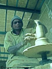 HANDICRAFTS OF HALA  (ہا لا کی دستکاریاں) (Bashir Osman) Tags: pakistan wheel work clay valley pottery civilization handicrafts sindh paquistão hala whirl باكستان bashir 巴基斯坦 پاکستان travelpakistan 파키스탄 ajrak pakistán パキスタン terracottapottery пакистан aboutpakistan પાકિસ્તાન পাকিস্তান pakistāna pakistanas ہالاکیدستکاریاں halahandicarafts osmanbashir usmanindus valleyindus