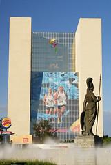 Fiesta (Pan)Americana (supernova.gdl.mx) Tags: scott mexico hotel arquitectura fiesta edificio juegos fuente guadalajara jalisco escultura photowalk americana minerva bronce kelby glorieta 2011 panamericanos
