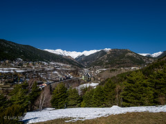 Andorra landscape: Vall nord (lutzmeyer) Tags: pictures schnee winter panorama mountain snow mountains nature berg landscape photography weide montana europe photos pics nieve natur natura paisaje images berge fotos valley invierno february landschaft febrero andorra bilder imagen pyrenees muntanya neu tal overview februar iberia montanas pirineos pirineus bersicht iberianpeninsula gebirge parroquia paisatge febrer pyrenen imatges hivern muntanyes totale berblick vallnord comapedrosa anyos lamassana gebirgszug iberischehalbinsel aldosa laldosa cortalsdesispony mfmediumformat lamassanacity lamassanaparroquia lutzmeyer lutzlutzmeyercom picdecomapedrosa2942m