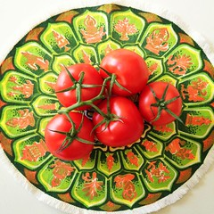 Tomatoes (Hueystar) Tags: red green smart mobile circle square phone tomatoes vine 4s iphone ripened instagram