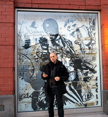 WK outside his Chelsea exhibit (LoisInWonderland) Tags: streetart chelsea gallery exhibit wk wkinteract jonathanlevinegallery
