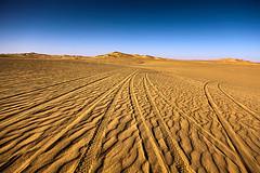 Line in the Far (Azaga ツ) Tags: life travel light bw black tourism desert abraham ibrahim libya touareg ابراهيم تصوير صحراء 50d ليبيا sebha كانون حياة ibrahem غدامس ghademes طوارق سبها توارق اوباري azaga عزاقة aezagp