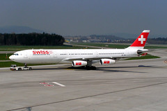 Swiss HB-JMA (Howard_Pulling) Tags: camera canon switzerland photo foto swiss aviation zurich 2006 fotos april flughafen airlines zuerich zurichairport flug hpulling howardpulling 760uz