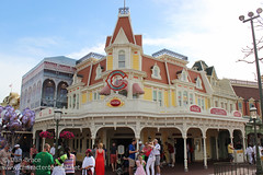 Heading down Main Street (Disney Dan) Tags: travel vacation usa restaurant march spring orlando mainstreet florida disney disneyworld fl wdw waltdisneyworld mainst mk magickingdom mainstreetusa mainstusa 2013 disneypictures disneyparks disneypics caseyscorner quickservicerestaurant counterservicerestaurant