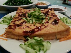 Grilled fried tofu with Hoisin sauce (avlxyz) Tags: fb cucumber tofu beancurd tauhu tauhubakar flickrandroidapp:filter=none