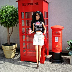 "A-Z Challenge: ""L - London Life"" (Deejay Bafaroy) Tags: azchallenge llondonlife az challenge l londonlife london fashion royalty fr integrity toys doll puppe barbie poppy parker pretty polynesia outdoors draussen diorama portrait portrt 16 scale playscale miniature miniatur pillarbox letterbox redletterbox briefkasten red rot phonecabin telephonebox telephonecabin telefonkabine tree baum shirt phonebooth booth"