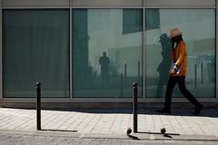 "232/366  (serie ""frame/cadre"") (Kairos !) Tags: frame cadre color colorful reflet reflection street city urban streetwalk streetphotography streetphotographer conceptualimage conceptphotos 366 366days project366 fujifilm fujixt10"