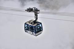 Téléphérique du Pic du Midi (Mystycat =^..^=) Tags: picdumididebigorre hautespyrénées france midipyrénées nuages brouillard téléphérique montagne cabine