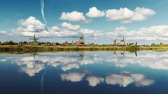 Zaanse Schans (Maria_RL) Tags: landscape landscapes holland netherlands zaanse schans zaanseschans water lake lago moulin molino nature naturaleza natural paisaje clouds cloud nubes nube sigma natura world sky blu blue light