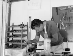 knifemaking-contax-5 (gustav.thoresson) Tags: 2016 30f56 6 7min contax645 fleninge hc110 trix dilb kniv pappa
