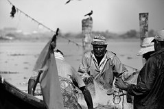 Sea me cry (zounix / eye in motion) Tags: street city light portrait people bw india white black monochrome dof fishermen faces noiretblanc bokeh lumire indian photojournalism kerala nb tradition blanc regards inde reportage blackwhitephotos zounix