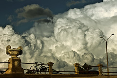 Invasin de Nubes (Frida Photography (Romi Dominzan)) Tags: sky bike clouds afternoon bicicleta cielo tarde rambla piripolis nubesesponjosas