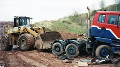 Leyland Roadtrain, G724 PNN & TCM 870 Loading Shovel. (LBCSteve) Tags: blue red white brick yellow shovel tcm hanson loading leyland roadtrain 870