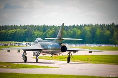 """Hawker Hunter F.58A (som J 34 """"Röd Gustav"""") (hjakse) Tags: airshow sverige f3 fc linköping flugtag hawkerhunter malmslätt flygvapnet försvarsmakten flyguppvisning svfm f13m j34 östergötlandslän huvudflygdag"""