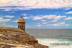 (wegstudio) Tags: sky oldsanjuan puertorico sanjuan pr fortress viejosanjuan elmorro garita sentrybox castillosanfelipedelmorro uploaded:by=flickrmobile flickriosapp:filter=nofilter
