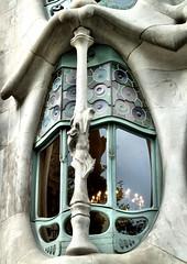 Fenster der Casa Batll in Barcelona - Window of Casa Batllo on Barcelona (Kat-i) Tags: barcelona window spain fenster spanien casabatll antonigaudi unescoweltkulturerbe