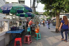money tree (the foreign photographer - ) Tags: road food money bus tree thailand bangkok stop vendor footpath bangkhen phahoyolthin