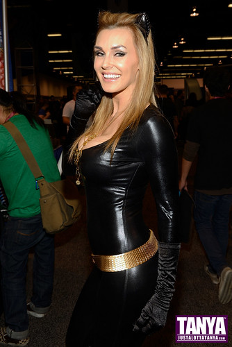 Tanya Tate Cosplay As Julie Newmar Catwoman At Wondercon 2013