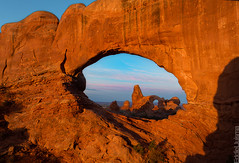 Framed (Eddie 11uisma) Tags: park morning southwest window sunrise landscapes utah arch desert north arches national american eddie lluisma