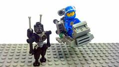 XT5 mk-II and droid (Fazoom) Tags: lego space droid ncs 6809 xt5
