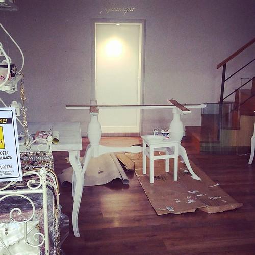 Lo store YOUNIQUE di Aversa vi aspetta a settembre... E sarà ancora più bello!!! 😍😍😍#younique #accessori #personalizzati #madeinitaly #handmade #collane #swarovsky #showroom #caserta #napoli #shopping #shoponline #ecommerc